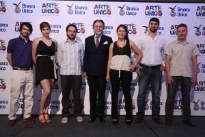 El Conde Niccolò Branca (presidente del Gruppo Branca International) y los ganadores de las distintas ediciones de Arte Único.