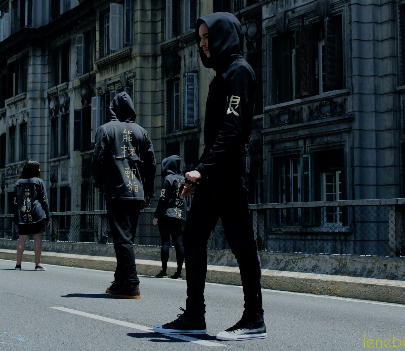 "Foto: Lenebi Fotografía @leneb_ Editorial ""Jumping in the city"". Modelo: Víctor Kaleskie"